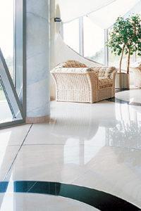 Fachinformationen zu Bodenbelägen bei Fußodenheizung/Fußbodenkühlung