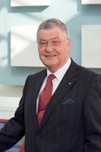 Für sein Lebenswerk erhielt Manfred Roth den erstmals verliehenen BVF-Award. Bild: Bundesverband Flächenheizungen und Flächenkühlungen e. V., Hagen