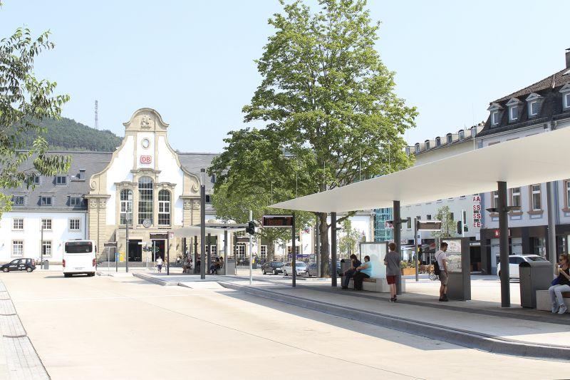 """Der Marburger Hauptbahnhof erhielt die Auszeichnung """"Bahnhof des Jahres 2015""""."""