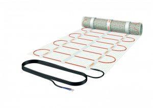 Die elektrische Fußbodenheizung steht in zahlreichen Varianten zur Verfügung, häufig kommen Heizmatten zum Einsatz