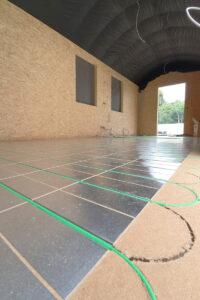 Bild 5: Eine Fußbodenheizung auf Basis selbst regulierender Heizkabel und Wärmeleitbleche wurde für den Bauwagen als ideale Lösung gewählt. (Bild: mfh systems)